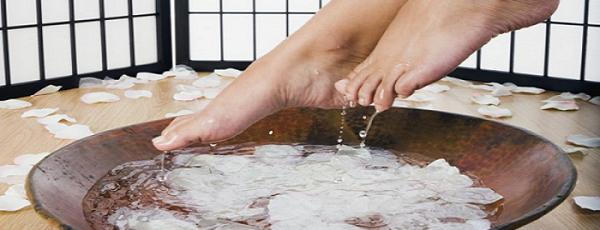 massaggio menta piedi